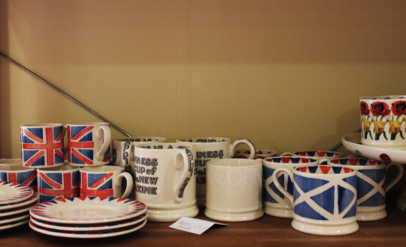 Mister Pitkins, English tea cups